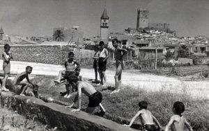 1960 VERANO EN LA HUERTA niños bañandose vistas